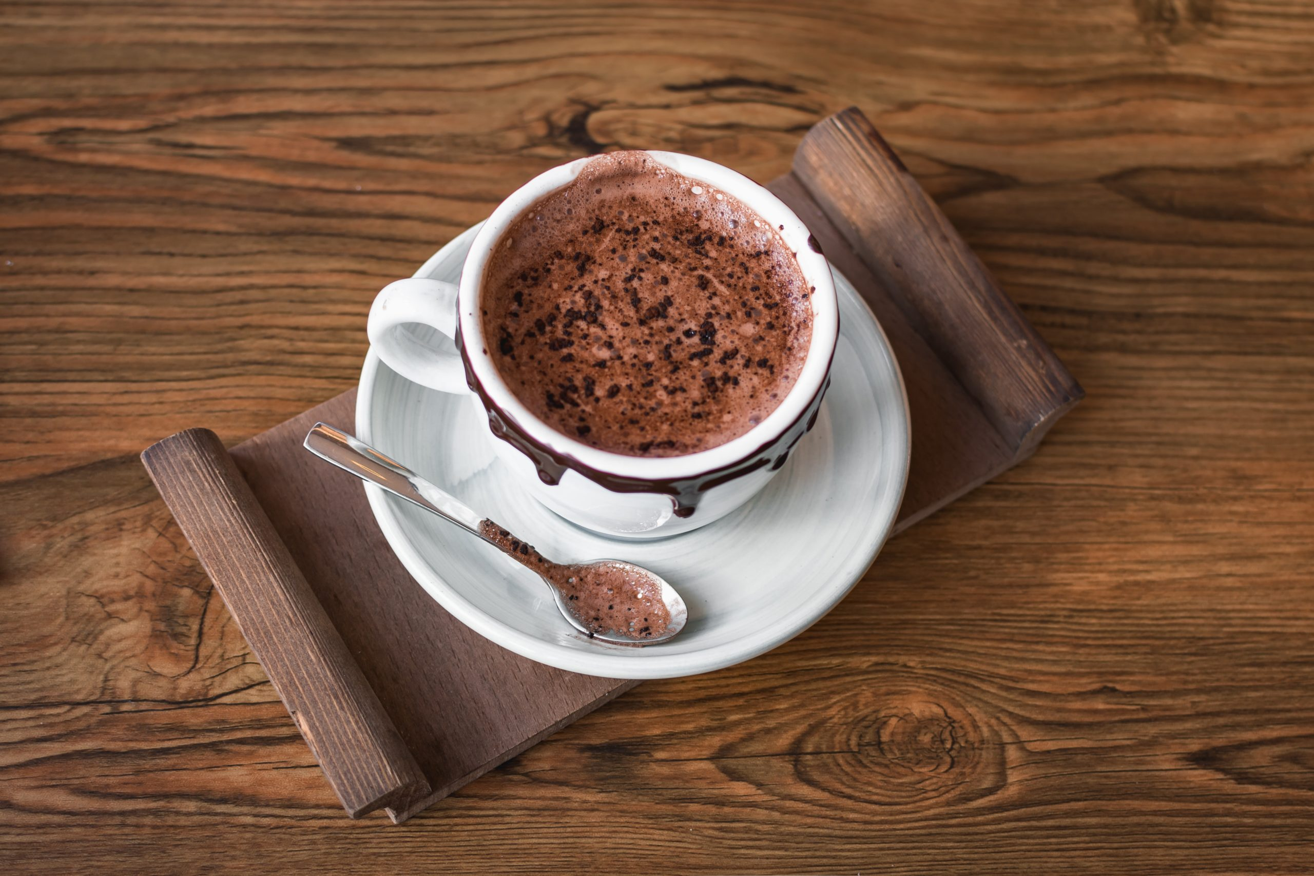 cup of cuppucino sprinkled with cocoa powder